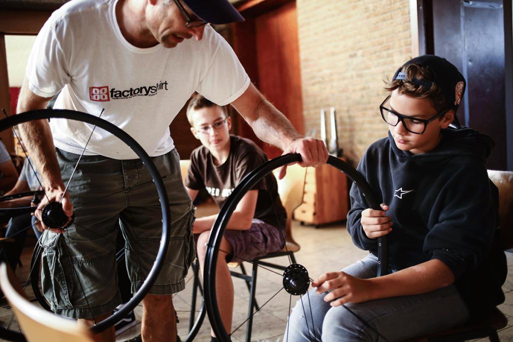 leafcycles build to ride camp Laufrad einspeichen lernen