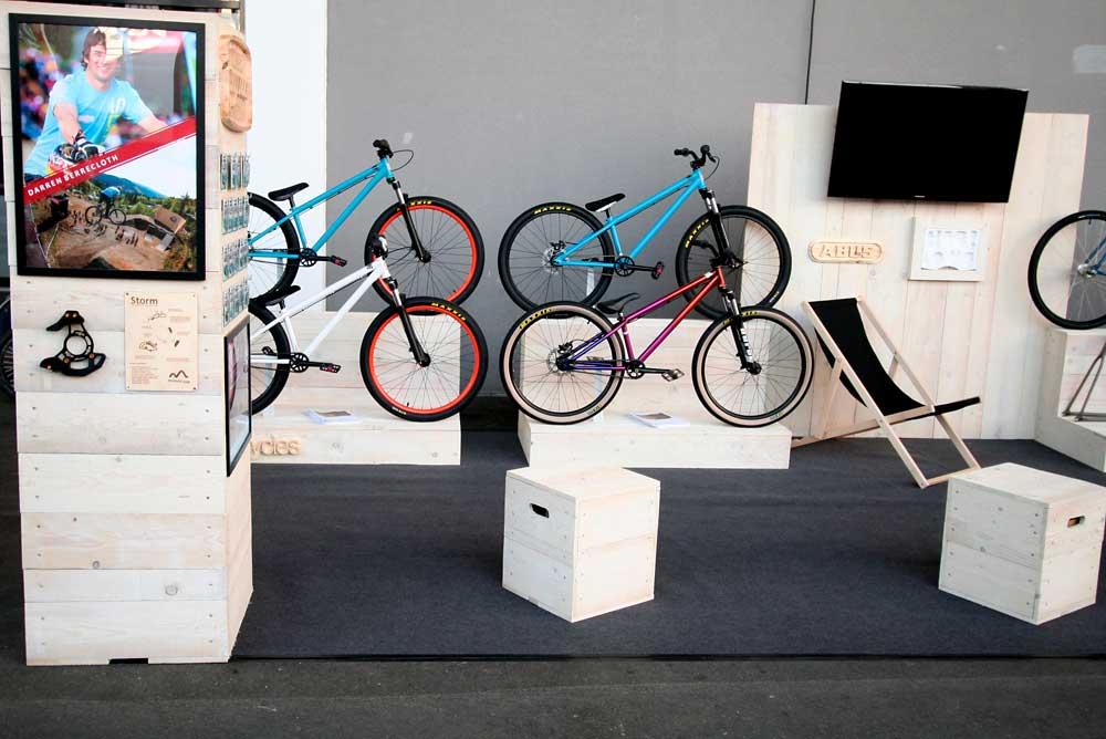 Fahrrad Messestand aus Holz