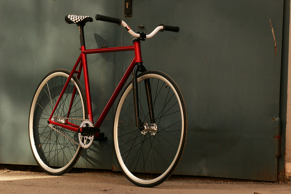 Leafcycles Gipsy Fixed-Gear Bicycle - metallic red