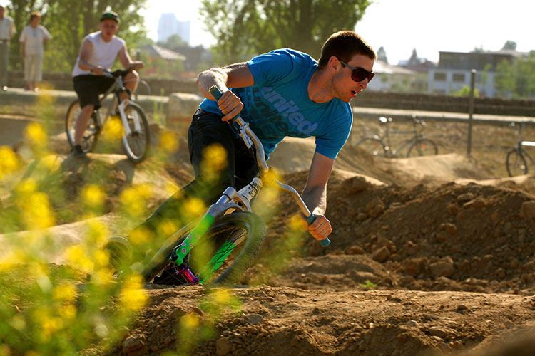 leafcycles pump track session in berlin